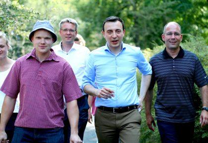 Bio-Milch und KULTI-Kick – Paul Ziemiak in Bernau und Biesenthal